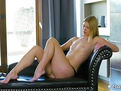 Adorable comme ci pornstar Violette Pink loves pleasuring her pussy