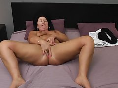 chubby MILF Juliette hot exclusively session