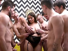 Busty mature slut enjoys possessions fucked by lot be expeditious for amateur guys