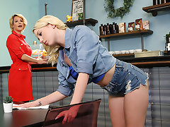 Lesbian Cougars Atop Be passed on Prowl - Dixie Lynn & Kit Mercer