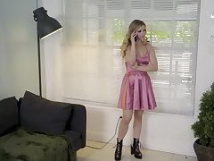 Taboo fuck turns out to be a good way to comfort stepsister