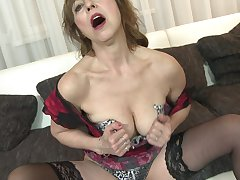 Short haired mature granny Danny pounds her pussy with toys