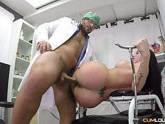 A real sex machine of a woman Estrellita is getting fucked by a gynecologist