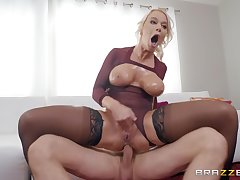oiled London River spreads her legs for a blarney while she screams