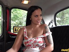 Divorced hottie Jennifer Mendez enjoys having sexual intercourse in the taxi